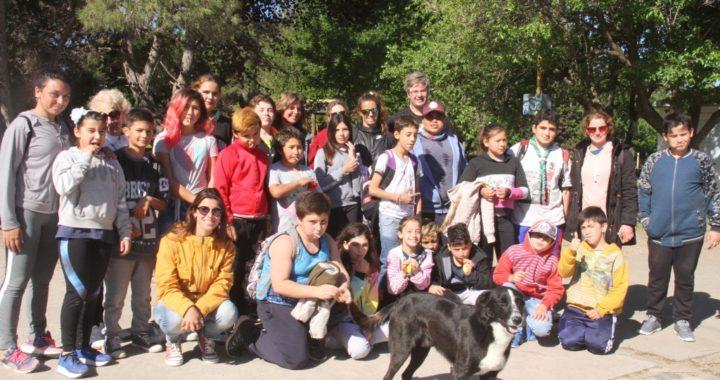 En Claromecó, alumnos de Carhué cumplieron el deseo de conocer el mar