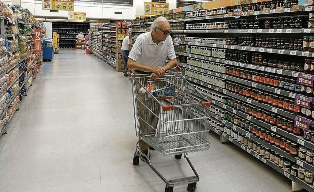 Por cuarto mes consecutivo, en octubre se desplomaron las ventas en shoppings y supermercados